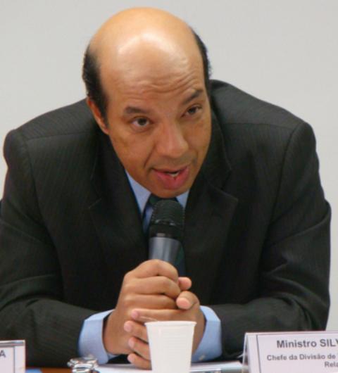 O ministro Sílvio Albuquerque, quando ainda era chefe da divisão de temas sociais do Itamaraty / Foto: reprodução da internet
