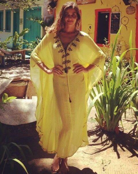 Ana Beatriz Barros: a modelo usando kaftan Adriana Bittencourt, deu de cara com a estilista, por acaso