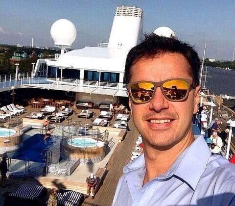 Bernardo Porfírio e seu trabalho: a bordo de um navio seis estrelas da Regent Cruises / Foto: divulgação