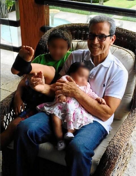 Luiz Estevão com os netos, em dezembro, em foto do Instagram da família / Foto: reprodução da internet