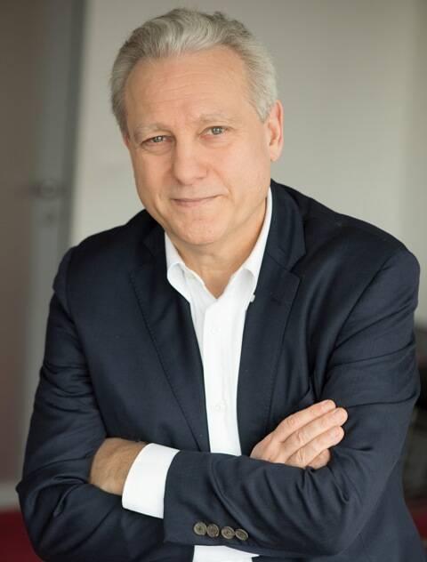 O diretor-geral da TV5 Monde é jornalista e adora música, tendo feito parte do comitê de redação da Rolling Stone francesa/ Foto: François Perrier