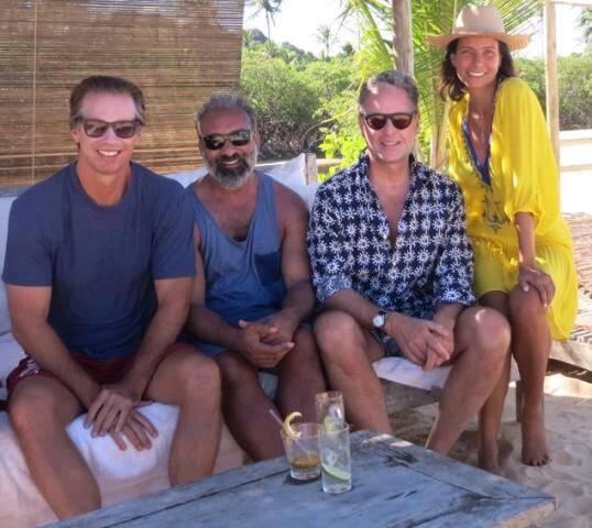 Chrsitopher Getty, Jaymal Odedra, Madison Cox e Adriana Bittencourt nas areias de Trancoso