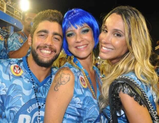 Pedro Scooby, Luana Piovani e Carol Marra: trio de amigos no desfile da Sapucaí / Foto: Marcelo Novaes