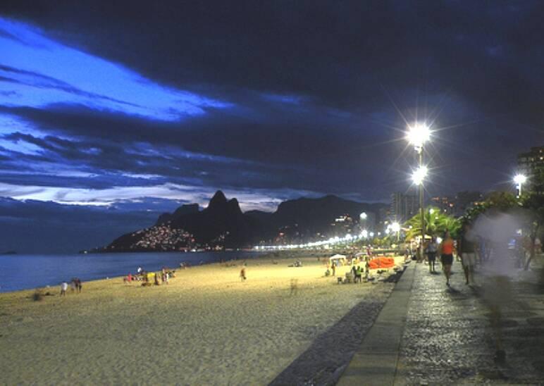 A praia de Ipanema a noite: passeio pode ser risco de vida/ Foto: divulgação