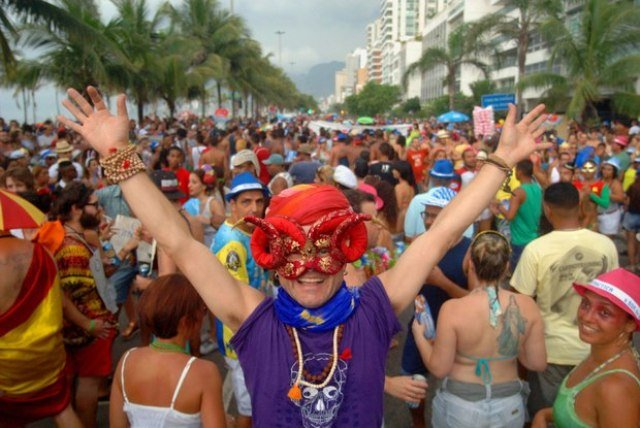 Cena da Banda de Ipanema na orla carioca no carnaval de 2015/ Foto: IG
