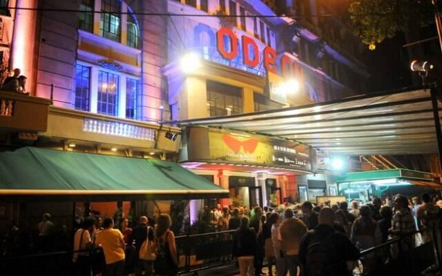 O  Odeon era o último cinema em funcionamento na Praça Floriano, onde existiram mais oito salas/ Foto: George Magaraia/ O Dia