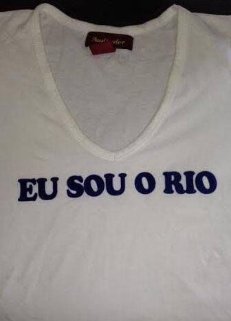 """(""""Eu Sou o Rio, você é o Rio, nós somos o Rio"""") - mensagem da camiseta continua muito atual / Foto: Lu Lacerda"""