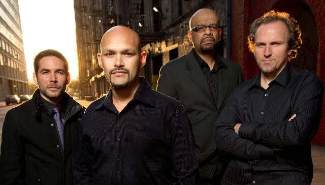 O saxofonista Miguel Zenón ( o careca) e seu quarteto formado pelo pianista Luis Perdomo, o baixista Hans Glawischnig e o baterista Henry Cole/ Foto: divulgação