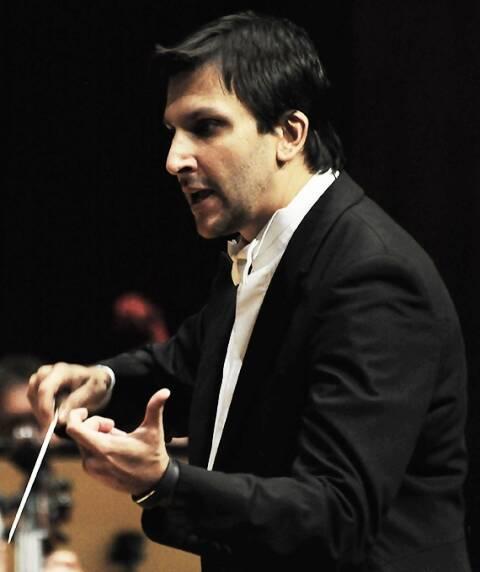 Carlos Prazeres no comando da Orquestra Sinfônica da Bahia/ Foto: Maurício Serra