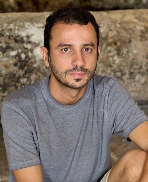 """No alto, prévia da instalação """"Tombo"""" na Casa França-Brasil; acima, o artista Rodrigo Braga/ Fotos: Pedro Agilson"""