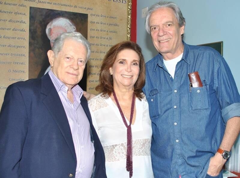 Arnaldo e Ruth Niskier com Chico Caruso/ Foto: Armando Araújo