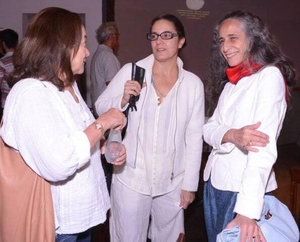 Kati Almeida Braga, a produtora Ana Basbaum e Maria Bethânia no Oi Futuro do Flamengo/ Foto: Ana Colla