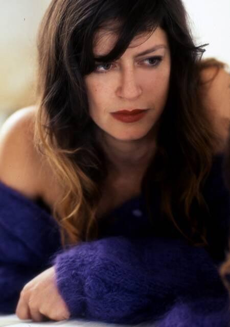"""Clara Choveaux caracterizada, no alto, como o transexual do filme """"Tiresia"""" e, à direita, como Tiradentes; e, acima, na campanha de moda de Lino Villaventura/ Fotos: divulgação"""