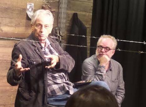 """Fernando Gabeira e Moacyr Góes: depois da peça """"Auschwitz 70 ou É isso um homem?"""", o diretor recebeu o jornalista para um debate / Foto: divulgação"""