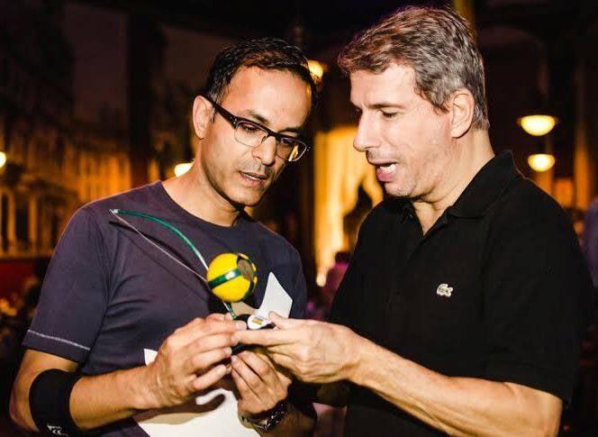 Sanjeev Chowdhury e Laudemar Aguiar: o cônsul-geral do Canadá no Rio e o coordenador de Relações Internacionais do Gabinete do prefeito Eduardo Paes na Estudantina / Foto: divulgação