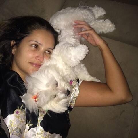 Luciana Pittigliani com uma de suas cachorrinhas maltesas: ela resolveu liderar a Marcha da Defesa Animal no Rio/ Foto: Instagram
