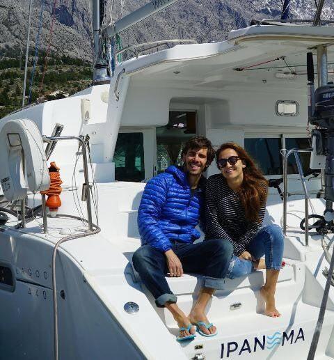Sarah, de 32 anos, e Renato, de 35, pretendem passar um ano inteiro velejando/ Foto: divulgação