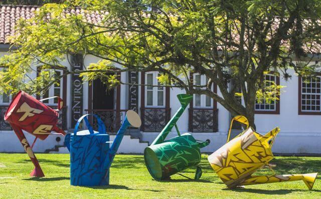A instalação dos super regadores de Antônio Carlos Laet fica no Jardim Botânico até o final de maio/ Foto: divulgação