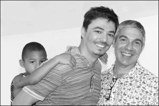 Paulo Henrique e seus pais, Rodrigo e Gilberto/ Foto: Frederico Mendes