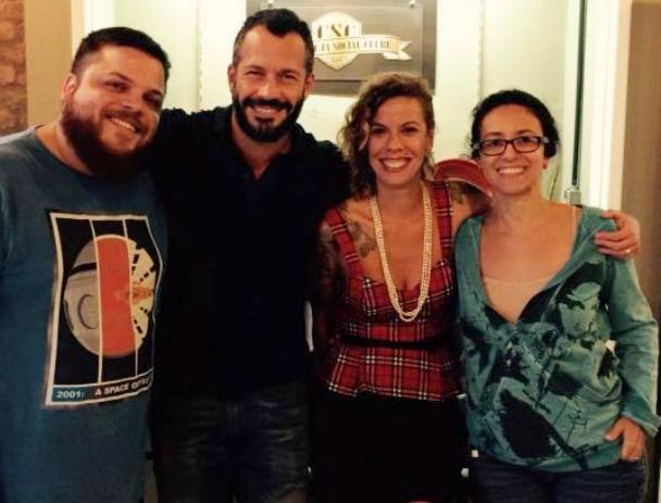 Ao centro, Malvino Salvador e sua sócia Annelize Hochmann; nas extremidades, os sócios do Cerveja Social Clube, Vinicius Costa e Érika Cruz/ Foto: divulgação