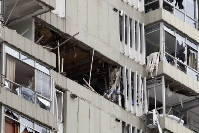 O prédio de São Conrado, bastante destruído com a explosão que aconteceu na manhã desta segunda-feira/ Foto: IG