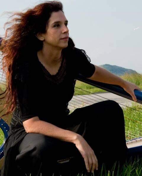 Antonia Medeiros: mais um artista na família de Cristina Braga, acima, de primeira harpista da Orquestra Sinfônica do Theatro Municipal/ Fotos: divulgação