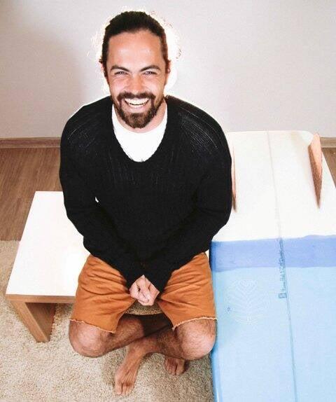 Doug Clayton: diretor inglês com jeito de surfista carioca é o pioneiro em filmes para marcas de modas no país/ Foto: divulgação