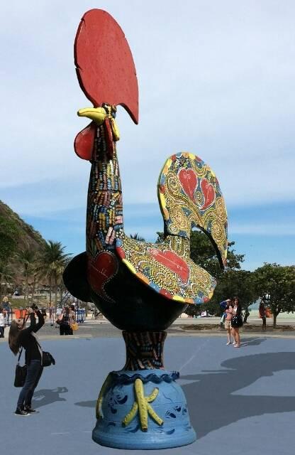 A escultura de sete metros de altura busca unir o tradicional na cultura portuguesa à visão da artista contemporânea Joana Vasconcelos/ Foto: fotomontagem da Unidade Infinita Projectos