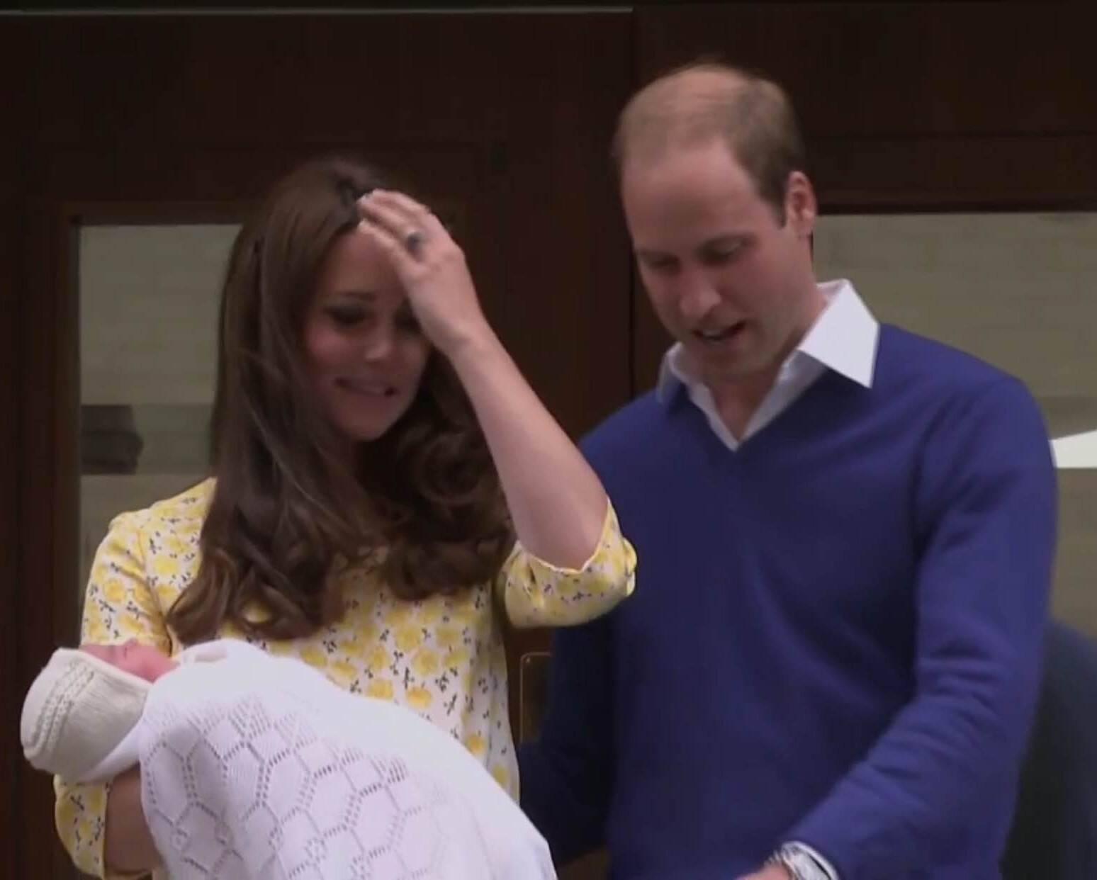 Kate Middleton: a duquesa de Cambridge, que teve seu segundo filho com o Príncipe William neste sábado (02/05), em Londres, horas depois do parto, já apareceu montada, alegre, cabelos ao vento / Foto: reprodução