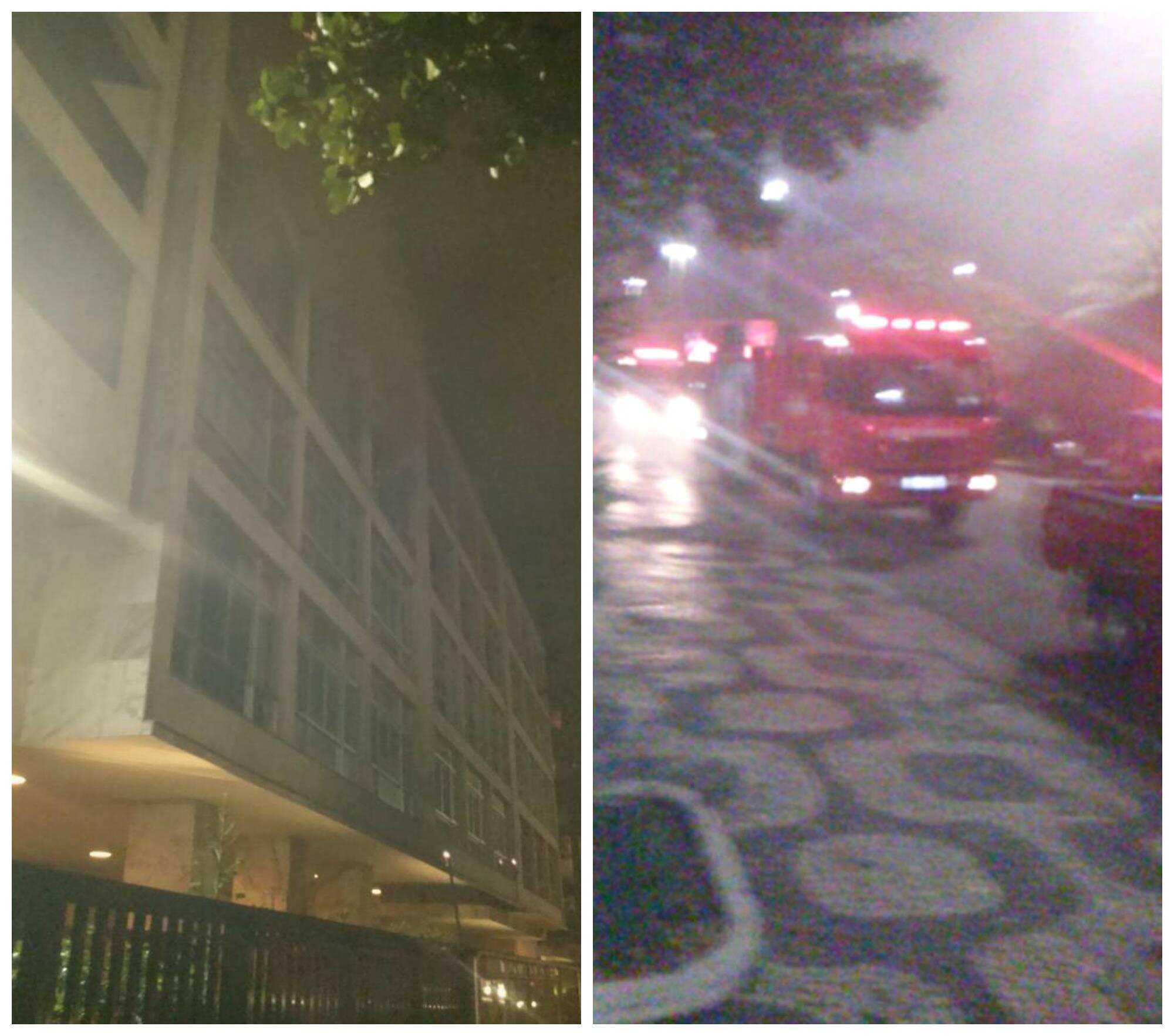 Fumaça saindo do prédio , e, ao lado, os carros dos bombeiros chegando ao local para o socorro