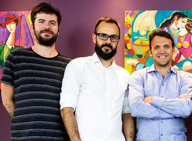 Parte da equipe da nova publicação, Gabriel Macieira e Fernando Martinho, e o jogador Pet/ Foto: divulgação