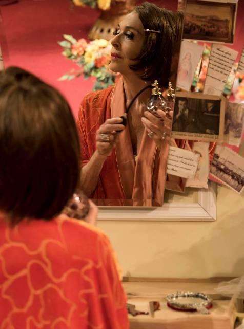 Betty Faria comemora no palco do Teatro Leblon, sexta-feira, seu aniversário/ Foto: divulgação