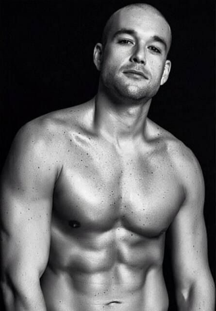 Sergio Marone no início do seu condicionamento físico, ao alto, e agora: resultado de esforço físico e dieta disciplinada/ Fotos: Jeff Segenreich