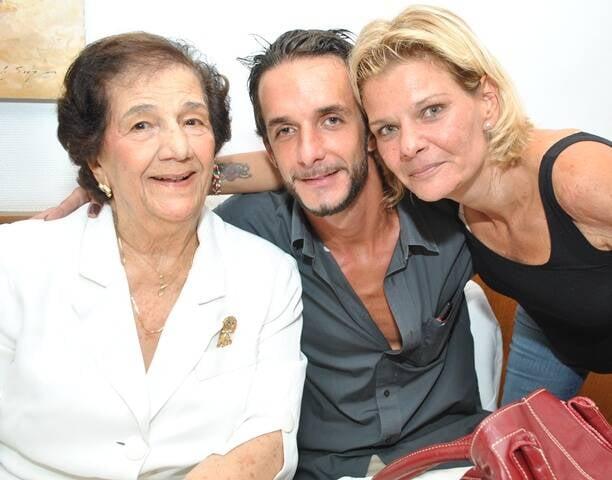 Na foto acima, Zoé Chagas Freitas com a bisneta Julia Rossi; nesta foto, com os netos Matteo e Daniela / Fotos: arquivo Site Lu Lacerda