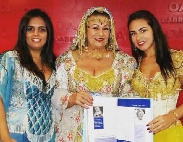A advogada Miriam Stanescon, uma das advogadas retratadas no livro, com as filhas Loralaine e Lhuba Batuli/ Foto: divulgação