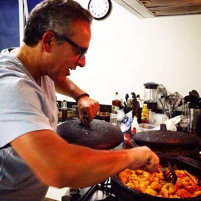 Helinho Saboya: o chef exclusivo da Lucia Guanabara mostrando intimidade com as panelas