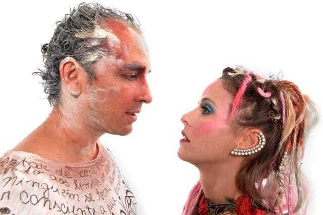 """Os atores Cadu Fávero e Fernanda de Freitas interpretam um casal formado por um maestro e uma bailarina, na peça """"Pulsões""""/ Foto: Victor Hugo Cecatto"""