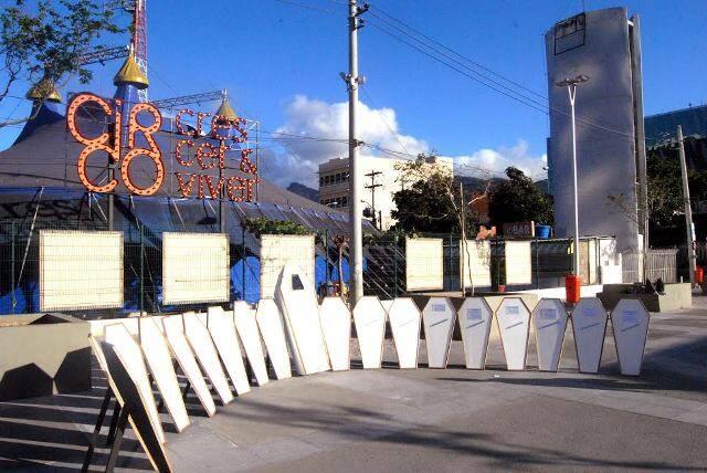 O protesto contra a redução da maioridade penal: tampa dos caixões têm histórias verdadeiras de menores assassinados/ Foto: divulgação