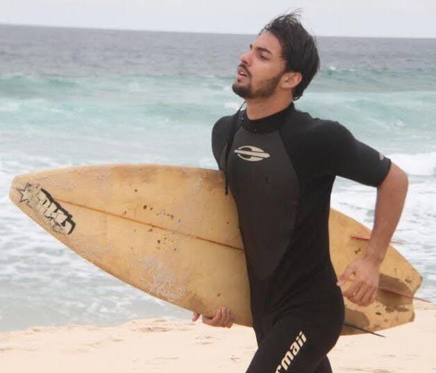 Ricardo Júnior: surfista, que pega onda na Reserva, é sempre confundido com Cauã Reymond / Foto: Dan Delmiro