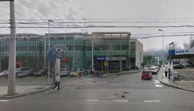 Funcionários do centro empresarial na Barra, no número 1650, não se sentem seguros para atravessar a rua a pé/ Foto: Google Maps