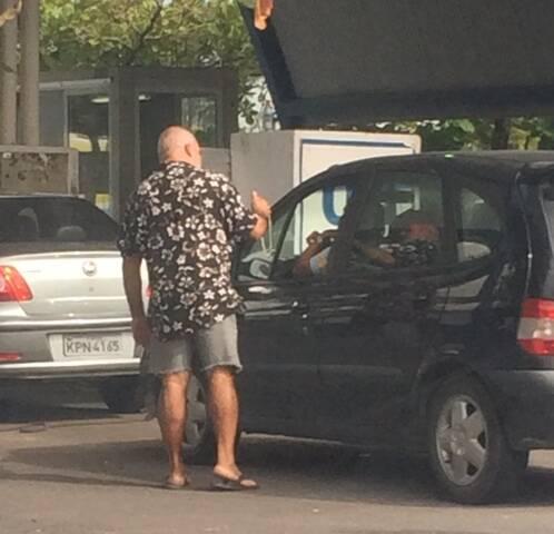 Flagrante do vendedor de colar de prata, no Detran da Barra/ Foto: divulgação