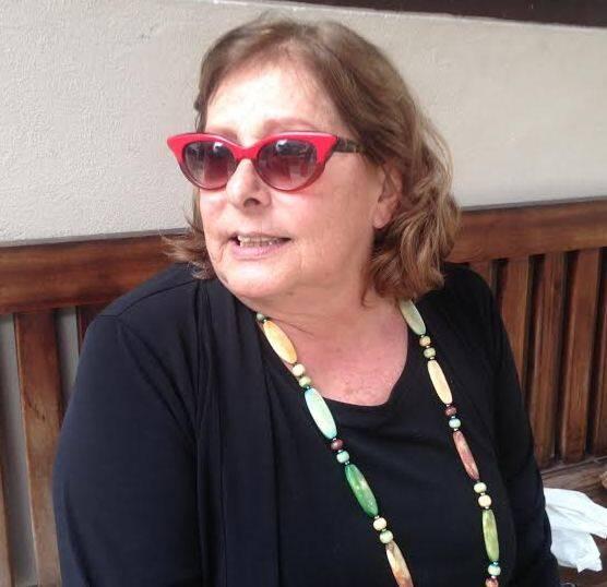 Regina Echerrevia:  escritora foi multada na Rua Jardim Botânico, por jogar bituca de cigarro na rua