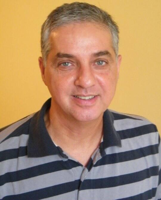 Paulo Di Stasi: o professor e coordenador do Nirvana, na Gávea, transformando o espaço também em uma galeria de arte informal