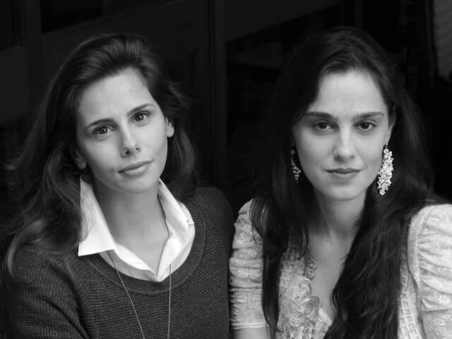 """Branca Escobar, à esquerda, assina as fotos do livro """"de dentro"""", de Joana Hime/ Foto: Elzinha Barroso"""