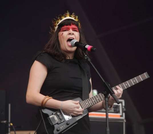 Amora Pêra, que em 2011 se apresentou no Rock in Rio, vai mostrar seu lado de poeta no Leblon/ Foto: reprodução da internet