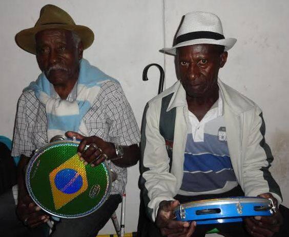 """Cantadores de rua em Paraty:  """"É esta a época em que mais ganhamos dinheiro, mas não está assim"""", diz / Foto: Lu Lacerda"""