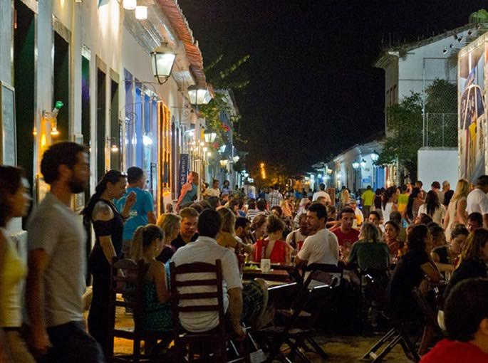 Paraty: a cidade não comporta a multidão, cada vez maior, na Flip / Foto:  Giancarlo Mecarelli (site paraty.com.br)