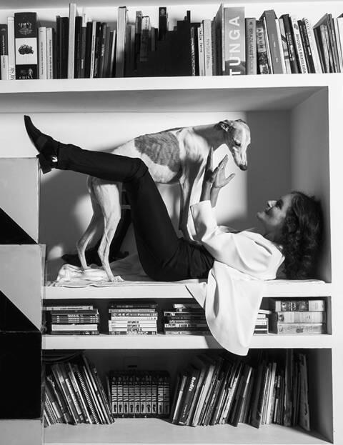 """A diretora Bia Lessa: uma das quatro mulheres que entendem de """"luxo simples"""", segundo Mara Mac / Foto: Luiz Garrido"""