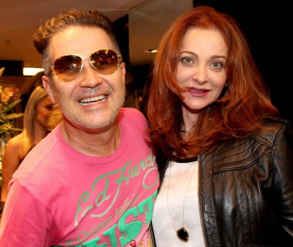 O estilista Victor Dzenk com a atriz Alexandra Richter