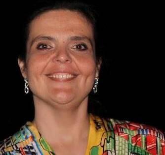 Paola Mayrink Veiga: cremes autorais  e essências para o seu próprio trabalho